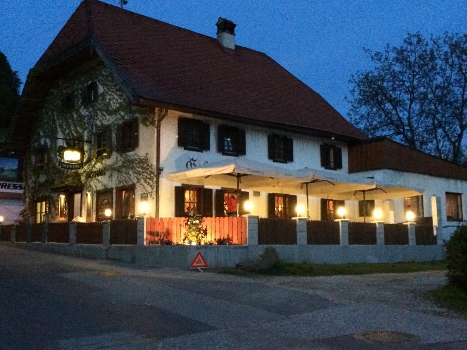 Neuer Gastgarten - Restaurant Bachtaverne - Weyregg am Attersee